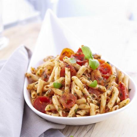 Salade de mini-pennes et tomates à l'italienne