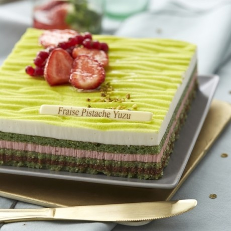 - Entremet fraise pistache yuzu