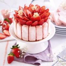 - Charlotte vanille fraise aux biscuits roses de Reims